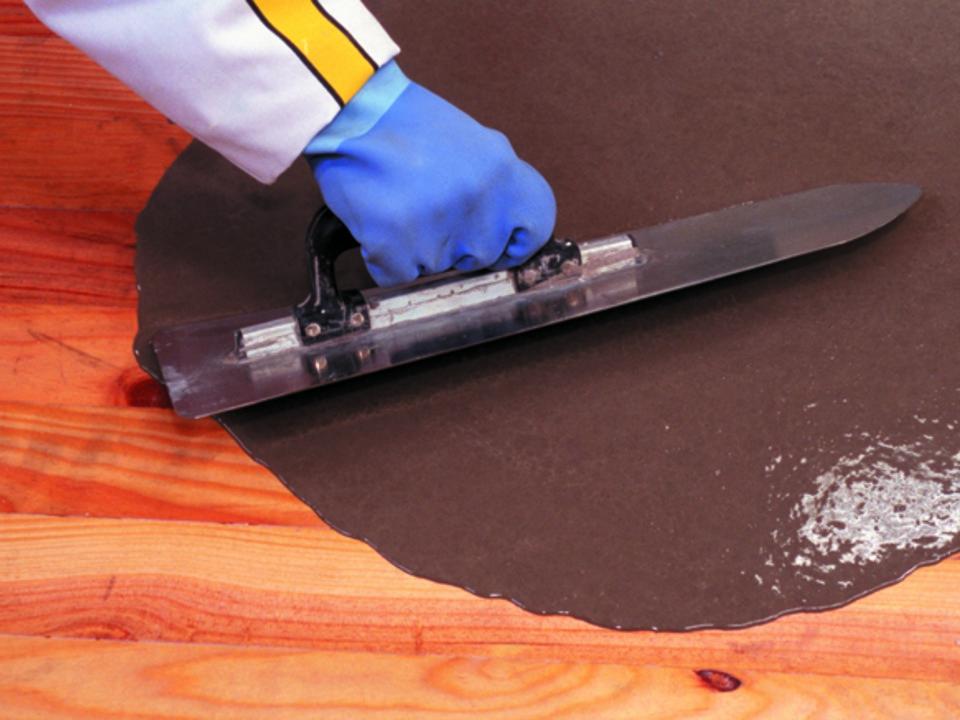 la pose d 39 un rev tement de sol sur un plancher en bois lames. Black Bedroom Furniture Sets. Home Design Ideas