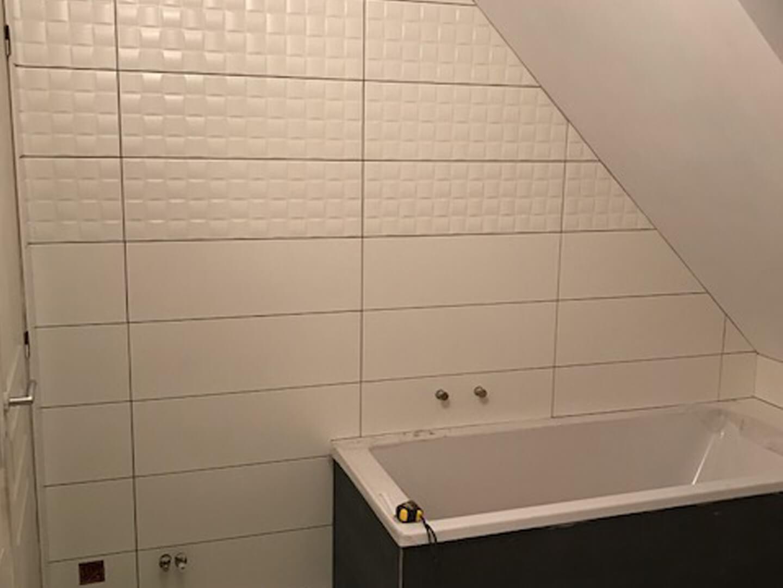 Baignoire Sous Les Combles rénovation salle de bains contemporaine sous les combles