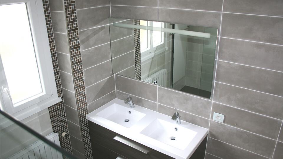 Deco salle de bain avantages du carrelage au sol ou mural - Recouvrir carrelage mural salle de bain ...