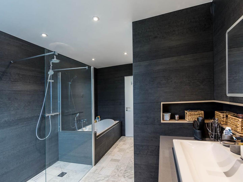 Rénovation Salle de bains chaleureuse et contemporaine