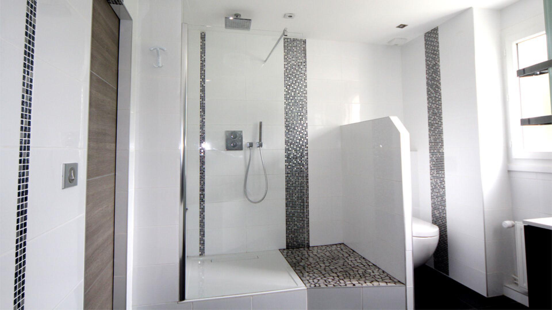 Carrelage Blanc Joint Noir deco salle de bain : avantages du carrelage au sol ou mural