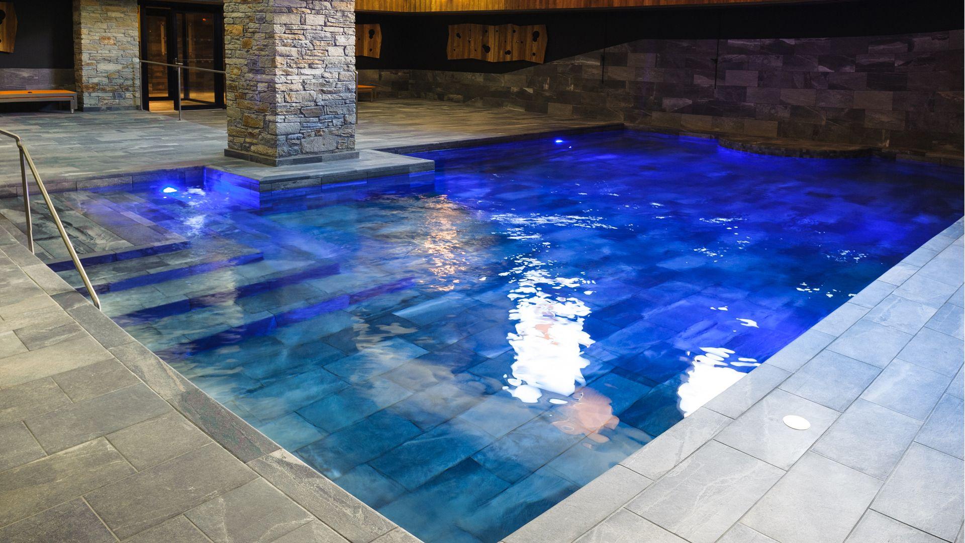 comment concevoir le carrelage de sa piscine. Black Bedroom Furniture Sets. Home Design Ideas