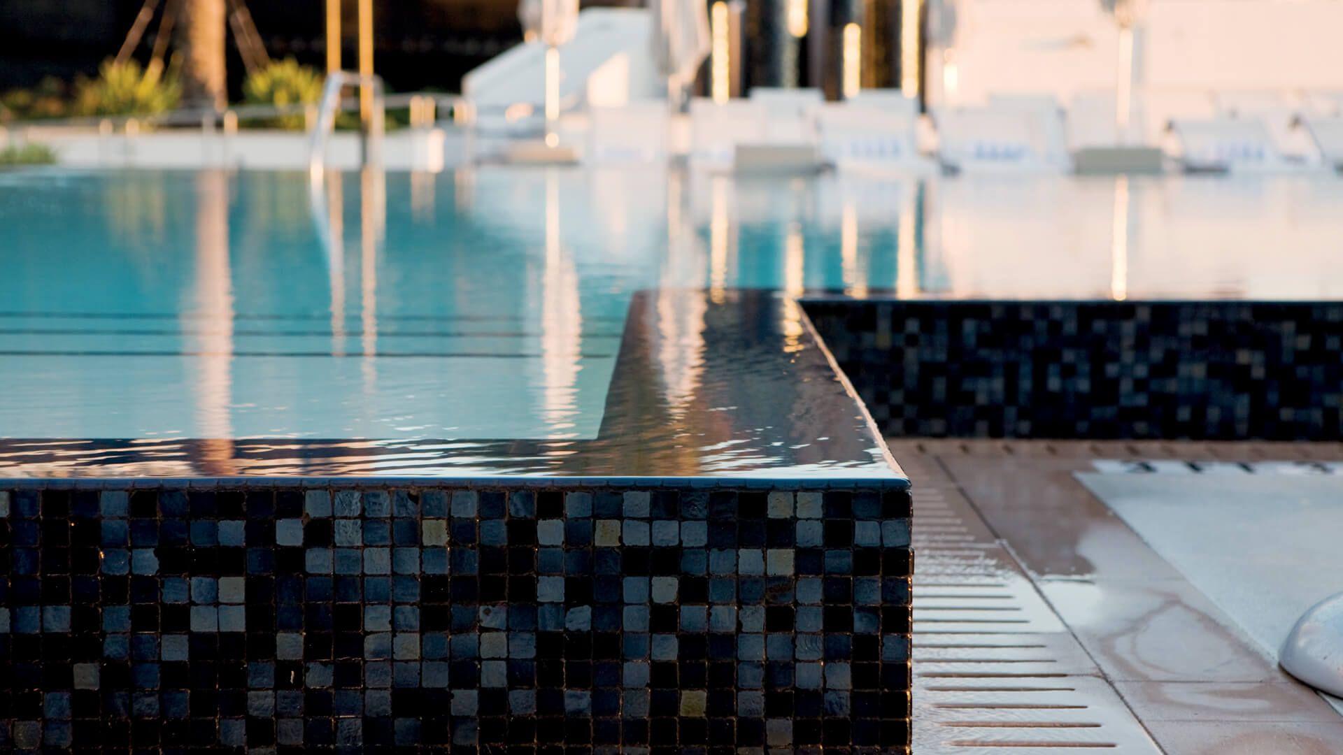 comment r parer les margelles de piscine. Black Bedroom Furniture Sets. Home Design Ideas