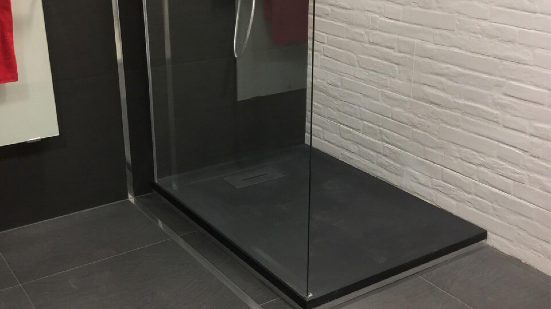 r aliser une douche l 39 italienne conseils et astuces. Black Bedroom Furniture Sets. Home Design Ideas