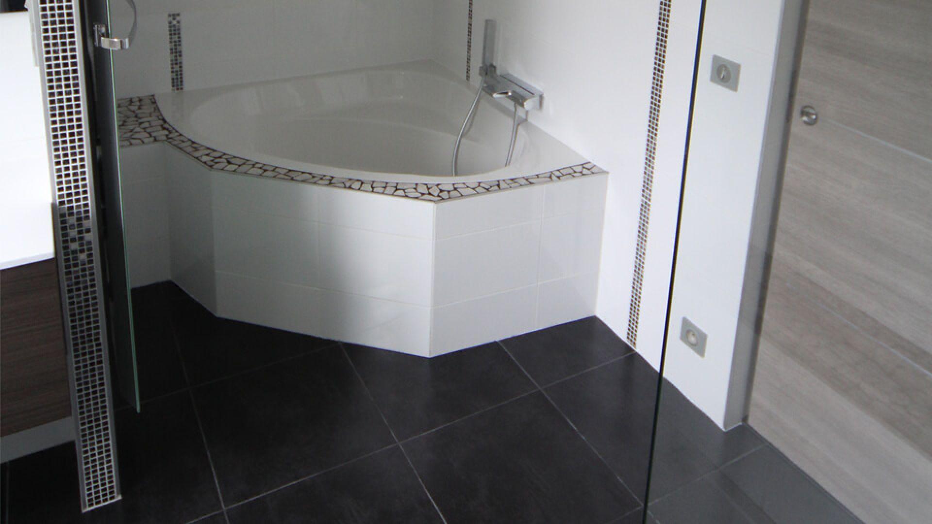 Carrelage Salle De Bain Noir Brillant deco salle de bain : avantages du carrelage au sol ou mural