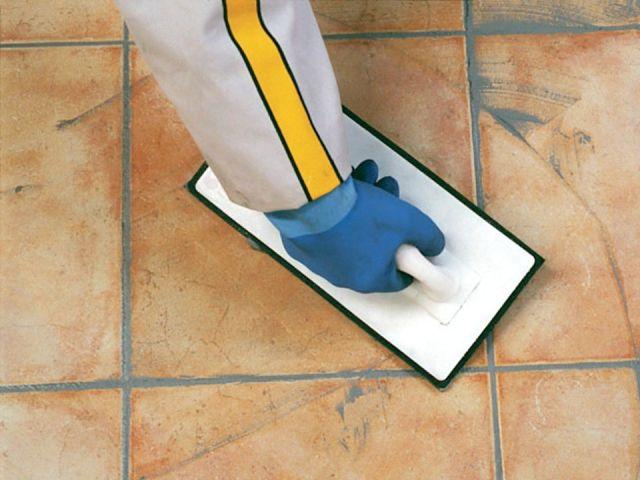 Colle et joint de carrelage piscine conseils de mise en for Joint carrelage plancher chauffant